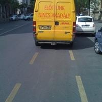 Parkolás a bringasávban