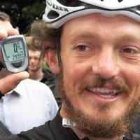 91 napon át napi 310 kilométert tekert