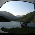 Ébredés a Shkopet-tó partján