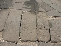 Kertépítés házilag - Térkövezés esetén nem éri meg...