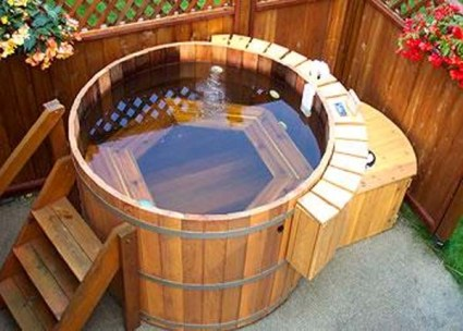 Kerti csobban s megyeri szabolcs kert sz blogja for Cost to build a pool house with bathroom