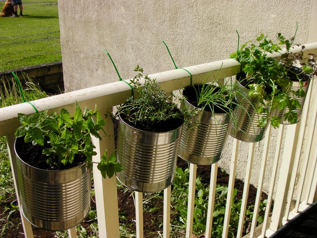 Tervezgess nk balkonkerteket megyeri szabolcs kert sz for Outside herb garden designs