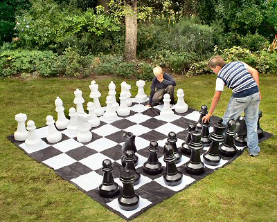 giant-chess-1md.jpg