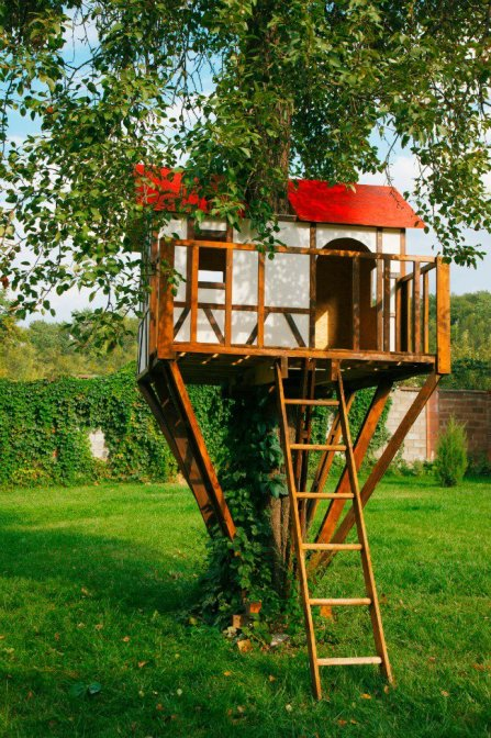 red-roof-tree-house-kids-activities-blog.jpg