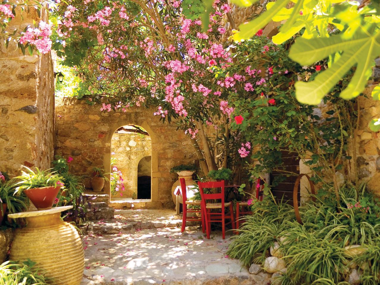 mediterranean-landscape-garden-design-landscaping-ideas_300794.jpg