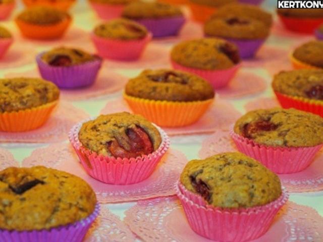 Meggyes muffin extrákkal