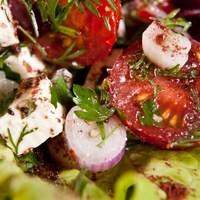 Török saláta hagymával és fetával