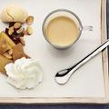 Vaníliás kávédesszert almával és mandulás keksszel