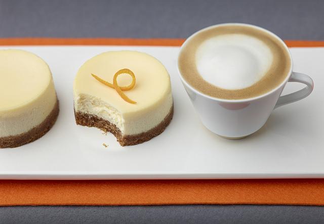 narancsos_sajttorta_es_cappuccino_kis.jpg