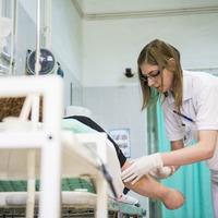 Az ápolók alulfizetettsége és lefitymálása már a szakképzés alatt megkezdődik