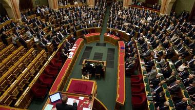 Kell-e székelyhimnuszt énekelni a parlamentben?