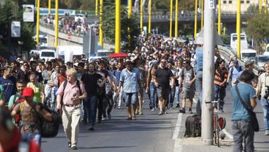 Görbe tükör: példát vehetünk a menekültekről kitartásból és ellenállásból