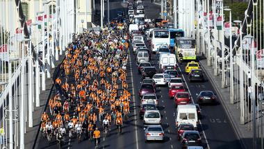 Bécsi mintára kezd kampányba a biciklis metrópótlásért a Kerékpárosklub