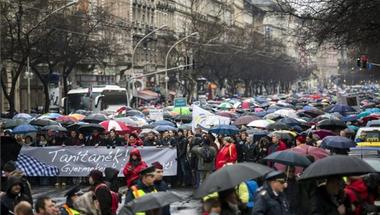 600 ezren! Közel annyian nézték a március 15-i tanártüntetést a tévében, mint a 2014-es választási műsorokat