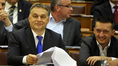 Végül mégse törli el a letelepedési kötvényt a Fidesz?