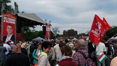 Így ünnepelte Magyarország a dolgozók jogait – május 1-je percről-percre a Kettős Mércén
