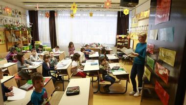 Még el se kezdődött a tanév, máris átverte a pedagógusokat a kormány