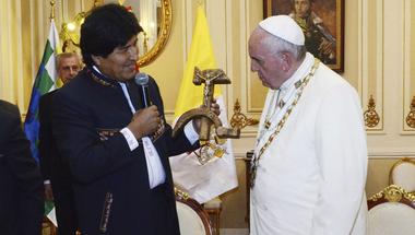 Ferenc pápa a reverendás Che Guevara?