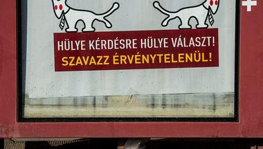 Törvényesek a Kétfarkú plakátjai – bűncselekmény, ha az önkormányzat eltávolíttatja azokat