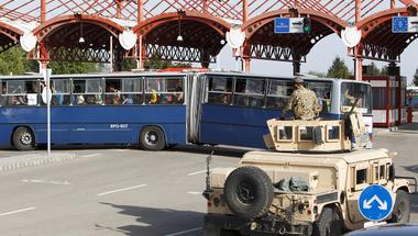 """Nem figyeltünk és 120 BKV busz """"megoldotta"""" a """"menekültválságot"""""""