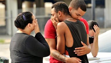Az orlandói mészárlás: emlékeztető a veszélyekre, melyek naponta fenyegetik a melegeket
