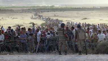 Aleppó: Aszad serege áttört, máris több tízezer menekült torlódott föl a török határnál