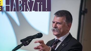 A romákat a menekültek ellen, mindenki mást a romák ellen uszít a Fidesz - Habiszti!