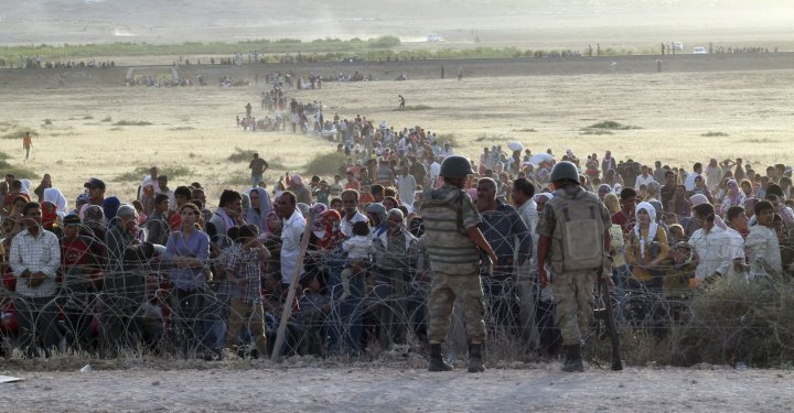 turkish-soldiers-stand-guard-syrian-refugees-wait-behind-border-fences.jpg