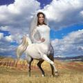 Rubint Réka fehérben mondja ki a boldogító igent - Segítenél kiválasztani az esküvői ruháját?