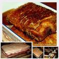 Sült bőrös császárhús gravy-mártással, rozmaringos sült sütőtökkel és krumplival