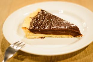 Recept: Hétvégi mogyorózás, azaz csokis-mogyorókrémes pite