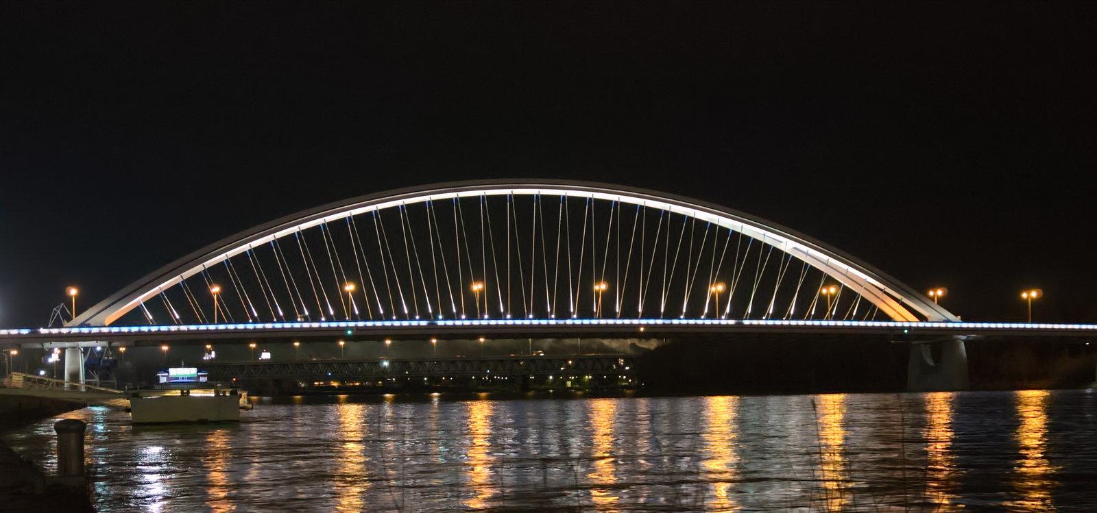Még híd