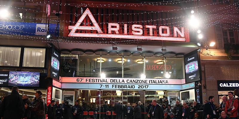 Ariston színház. 1977 óta (egyetlen évet leszámítva) itt rendezik meg az olasz dalfesztivált.