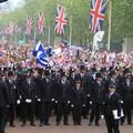 Iszonyatos összegbe kerül a rendőrségnek a brit hercegi esküvő