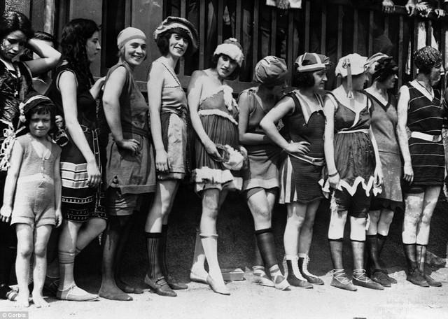 fürdőzők szépségversenye, 20-as évek.jpg