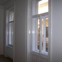 Miért érdemes megjavíttatni a régi patinás fa ajtókat, alakokat?
