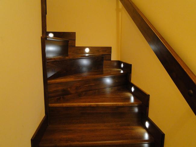 Hogyan világítsuk meg a lépcsőt? - Lakásfelújítás blog