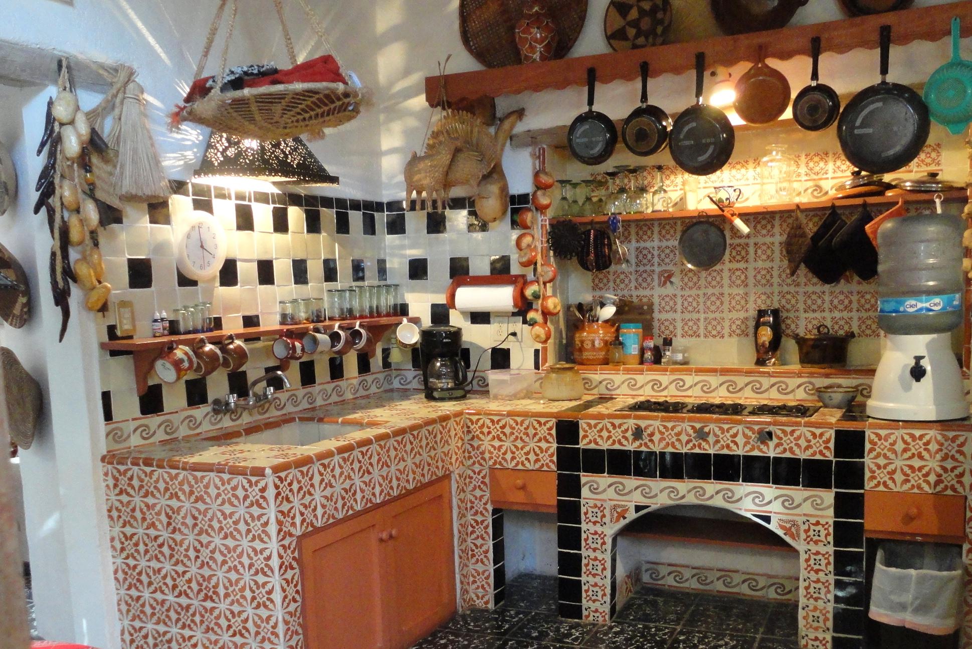 P tett konyh k 2 konyhasziget for Mexican inspired kitchen ideas