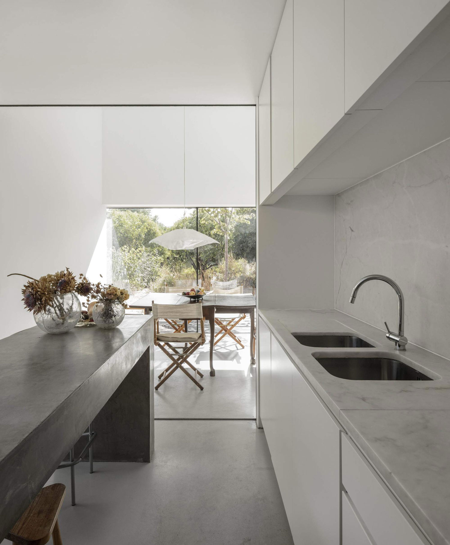 konyhasziget_minimal_haz_portugaliabol_red-house-in-setubal-portugal-by-extrastudio_6.jpg