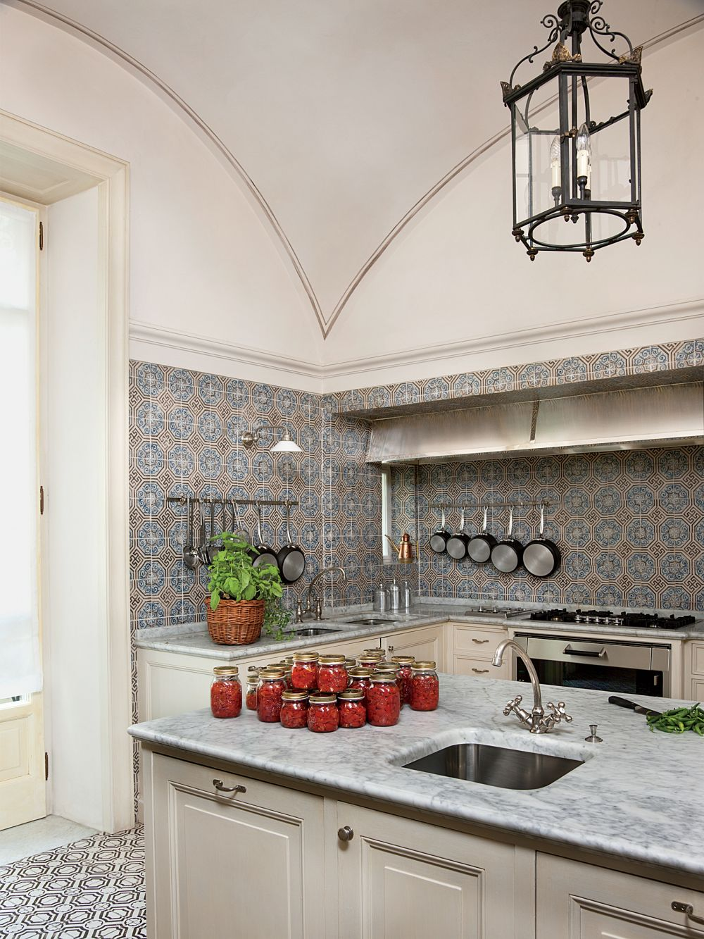 traditional-kitchen-studio-peregalli-naples-italy-201112-2_1000.jpg