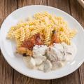 Sült csirkecombfilé erdei gombás mártással és orsó tésztával