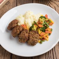 Cukkinis vagdalt zöldségekkel és burgonyapürével
