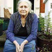 Doris Lessing mindenkit kioszt