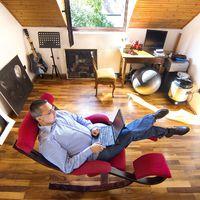 Így néz ki Dragomán György dolgozószobája