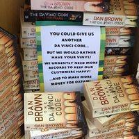Az Oxfamnél hegyekben állnak a feleslegessé vált Dan Brown-regények