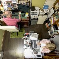 Így néz ki Péterfy Gergely és Péterfy-Novák Éva dolgozószobája