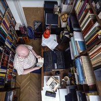 Így néz ki Nádasdy Ádám dolgozószobája