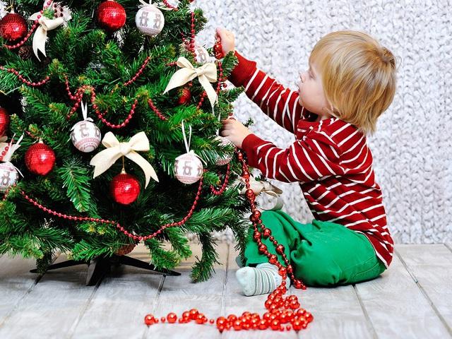 10 trendi karácsonyfadísz, amit kicsi gyerekekkel is elkészíthetsz