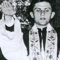 Karlendítős fotó a náci pápáról?