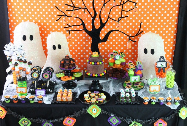 childrens-halloween-party-table-layout.jpg